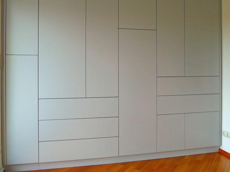 Schrank nach Maß grau asymmetrisch