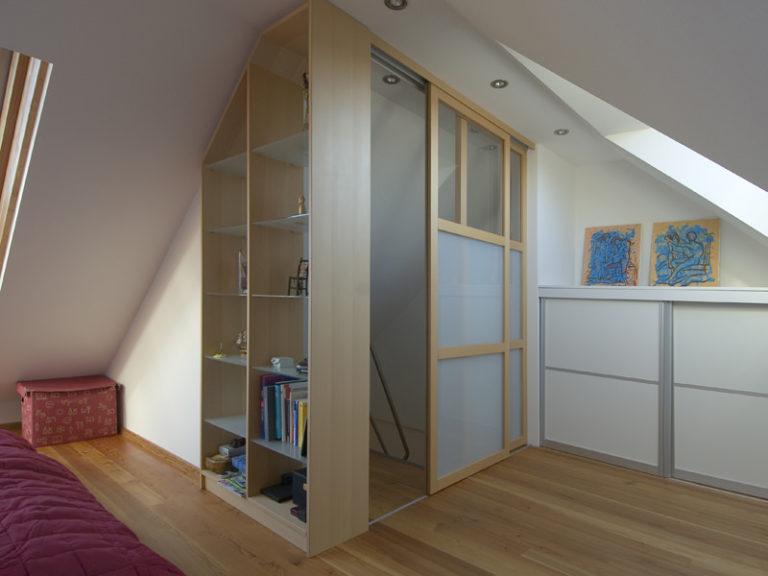 Schiebetüre Holzrahmen Treppenhaus