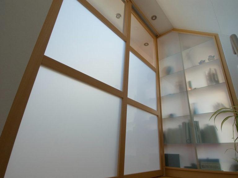 Treppenhausbatrennung Buche Glas satiniert